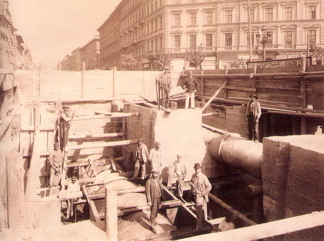 foldalatti-1895korul-oktogonnalfogyujtocsatorna-kloszgyorgyfelvetele.jpg