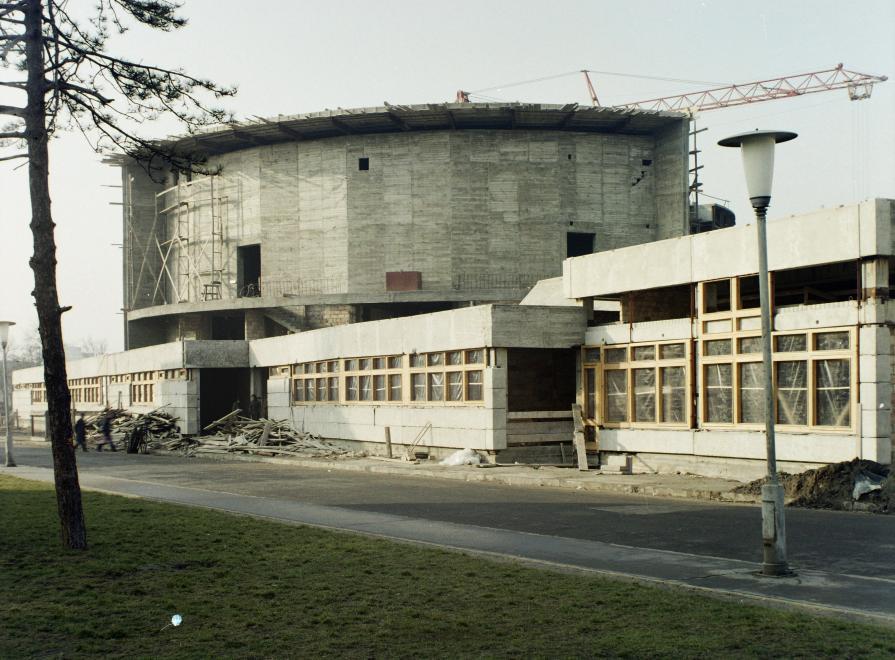 korosicsomakulturaliskozpont-kobanya-1974korul-fortepan_hu-84840-adomanyozokadastibor.jpg