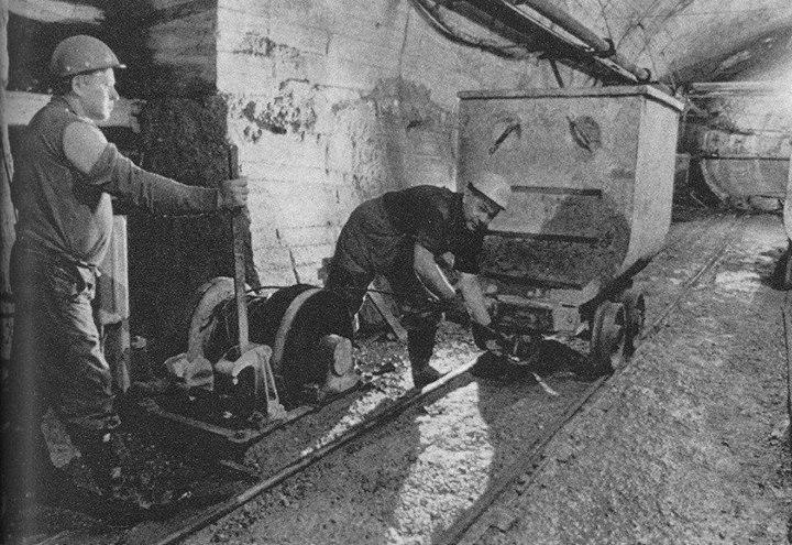 metro2-1967-dunaalattialagutfuras.jpg