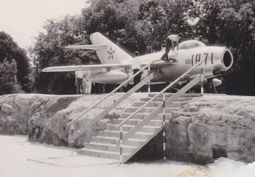 rottenbillerpark-kobanya-1971-mig15repulogep.jpg