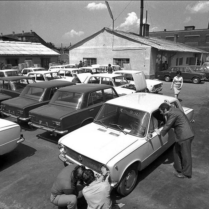 zsiguli-1971-elsozsiguliszallitmanyatadasa.jpg