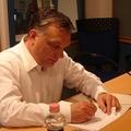 144. 50 felett is van politika (Orbánnak is)