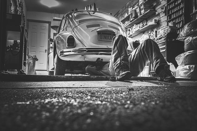 car-repair-362150_640.jpg