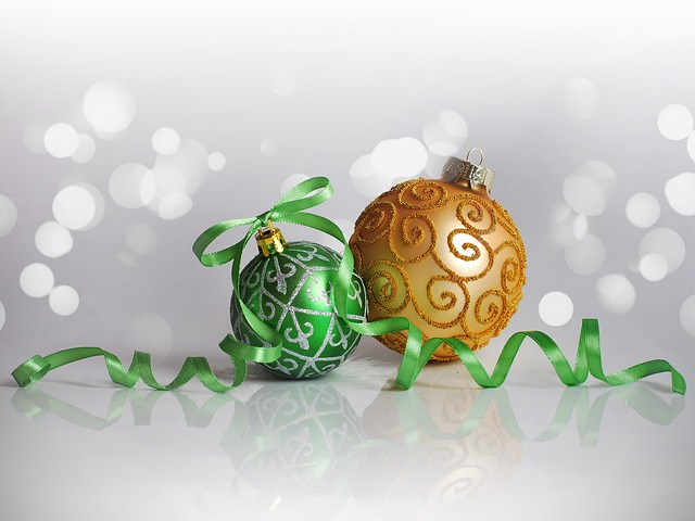 christmas-decorations-1816478_640.jpg