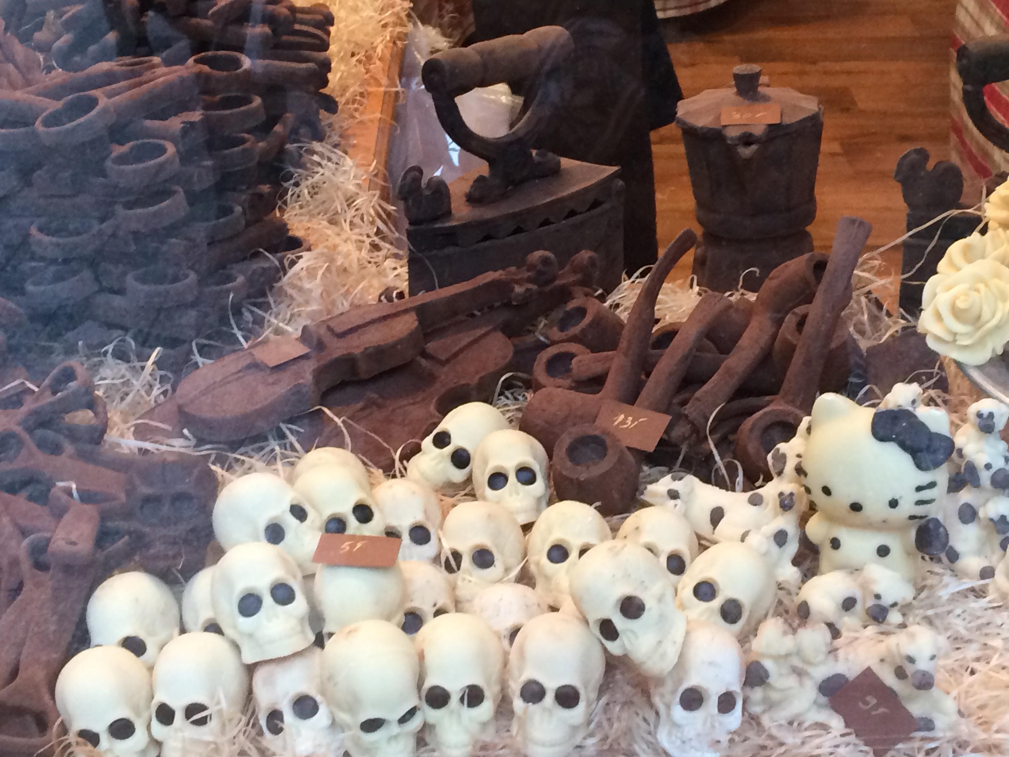Művészet és csokoládé. A képen minden csokiból készült, szinte sajnálnám megenni őket. Szinte.