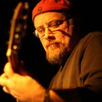 Rick Olson Zappát játszik (Bogus Pomp)