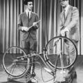 A fiatal Zappa biciklin játszik - Steve Allen Show, 1963
