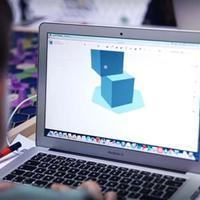 Új-zélandi gyerekek Mercedes-kamionon tanulják a 3D nyomtatást