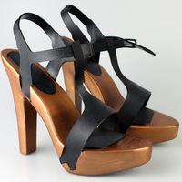 Nyomtatott magassarkú cipő Olaszországból