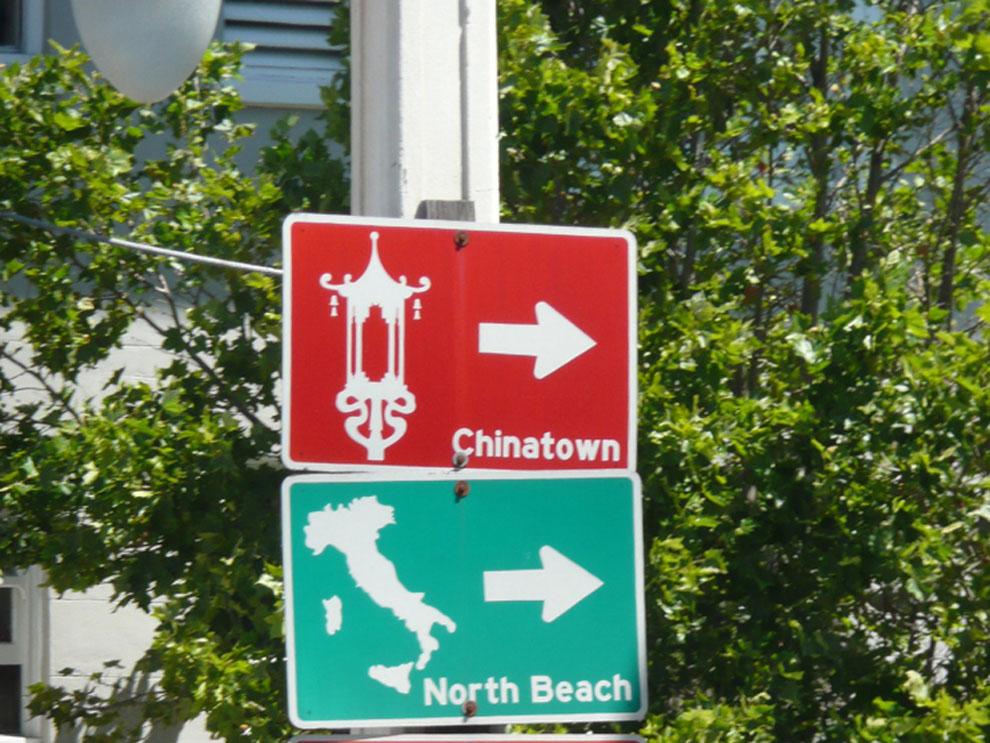 Az etnik negyedeket mutató tábla San Francisco-ban