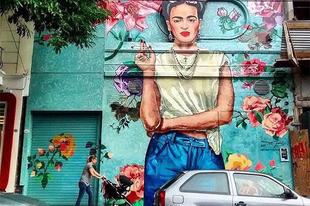 Frida nyolcszor a falon