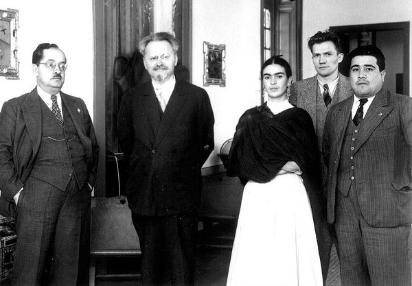 frida-kahlo-and-leon-trotsky-centre-mexico.png