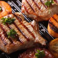 Hogyan grillezzük a sertés különböző részeit profin?