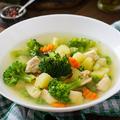 Ünnep utáni detox: könnyű tavaszi csirkés zöldségleves
