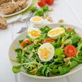 Villámgyors, de tápláló reggeli: madársaláta főtt tojással