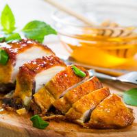 Villámgyors ünnepi fogás: vajas-mézes csirkemell