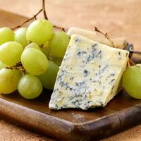 Őszi ízek: szőlős sajtsaláta
