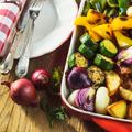 Kímélő ételek a két ünnep között: sült zöldségek sajttal