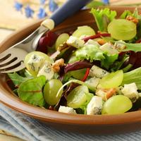 Jön az ősz, jön a szőlő: készítsünk belőle salátát!