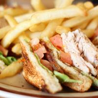 Ezt a fűszeres club szendvicset mindenki imádni fogja!