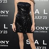 Angelina Jolie szőke