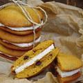Étcsokoládés, sütőtökös szendvics keksz, fahéjas mascarpone krémmel