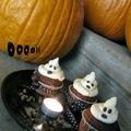 Halloween-i cupcake szellemek