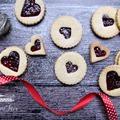 A legegyszerűbb valentin napi kedveskedés, linzer szívecskék