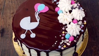 Mascarponés fehér csokoládés torta málnavelővel