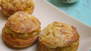 Almás-mangós scone