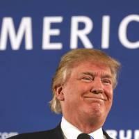 Donald Trump szerint tök jó a burkát viselő nőknek, mert nem kell sminkelniük