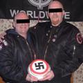 Összeházasodott két meleg férfi, akik történetesen neonácik