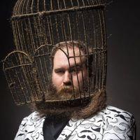 Egy fickó kalitkát növesztett a saját feje köré szakállból