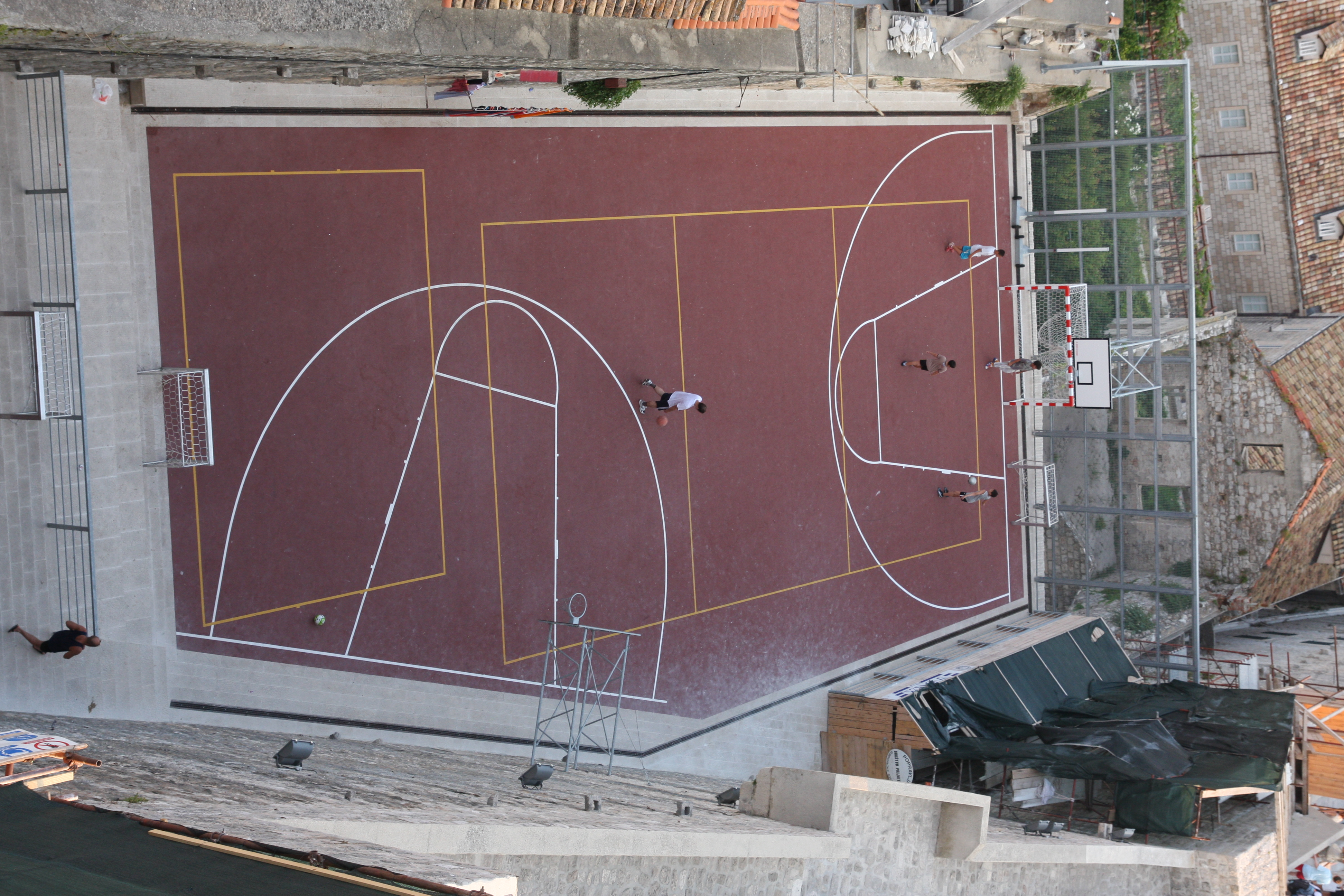 20100805132431_basketball_court_in_dubrovnik.jpg