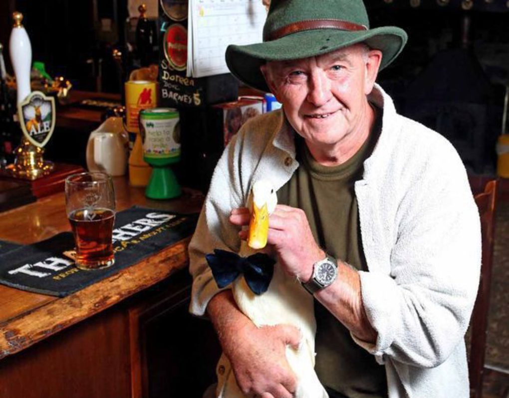 pay-barry-hayman-with-his-pet-star-the-duck_thumb_fed_photo.jpg