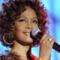 Elhunyt Whitney Houston...