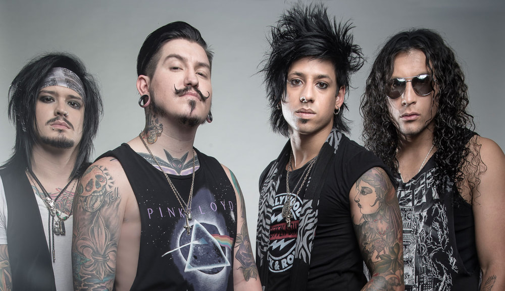 Klip: Escape The Fate - Do You Love Me?