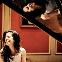 Ez a csinos zongoristalány imádja a Nirvanát