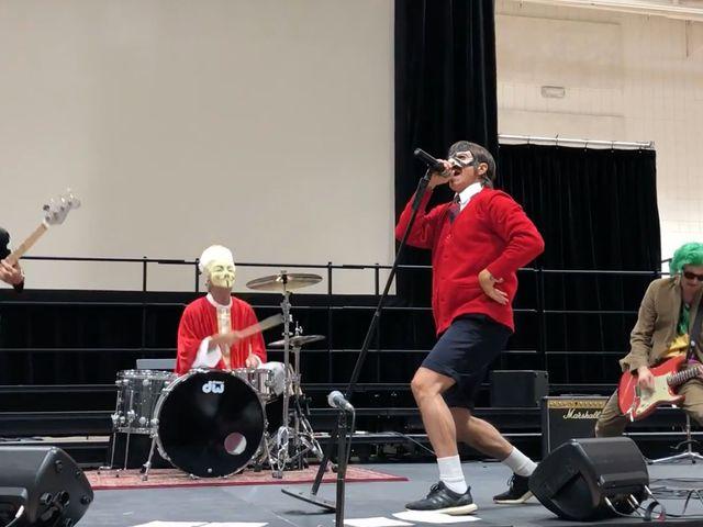 Matinékoncertet adott a Red Hot Chili Peppers