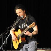 Zeneszentélyben alkotott a fingerstyle gitározás hazai mestere