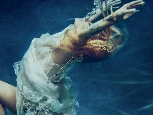 A halál torkából tért vissza Avril Lavigne