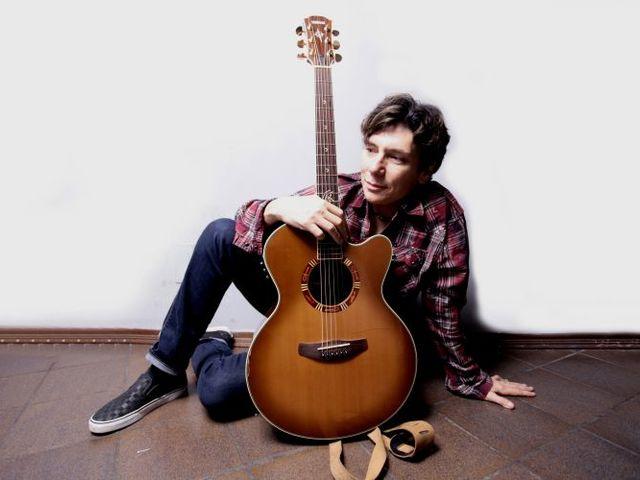 Akusztikus duóval érkezik Budapestre a Mr. Big énekese