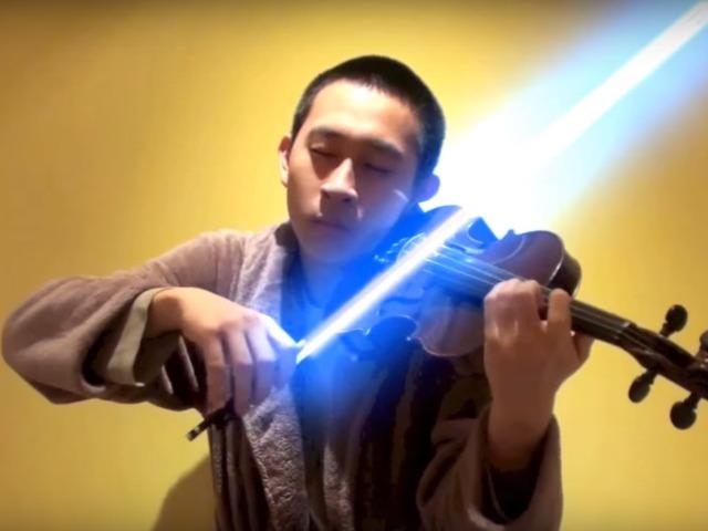Lézerkarddal hegedülte el a Star Wars zenéjét
