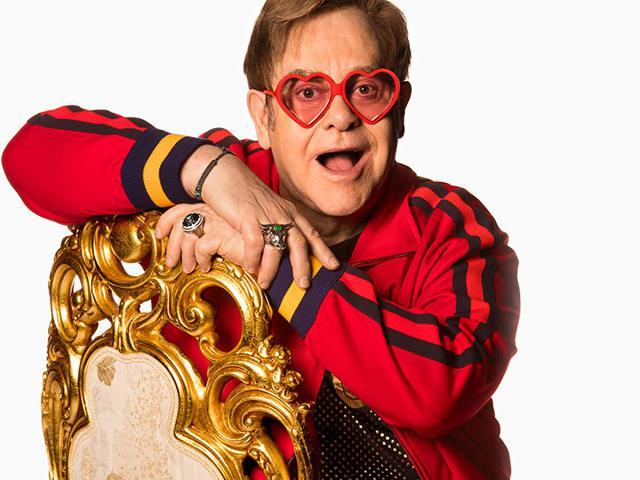 Bréking! Sosem látott karácsonyi videó Elton John-tól!