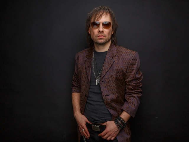Nemzetközi zenei karriert épít Charlie fia