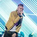 Popzenészek sportolnak, hogy felhívják a figyelmet a zenevásárlásra