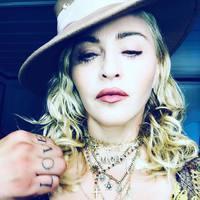 Madonna 60 éves, és adakozással ünnepel