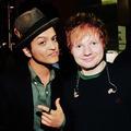 Ed Sheeran szerenádozott Bruno Marsnak