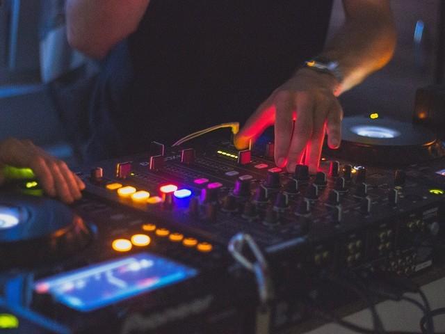 Elektronikus zenei pályázatot hirdetett az NKA