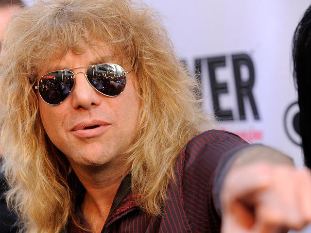 Megkéselte magát a Guns N' Roses volt dobosa